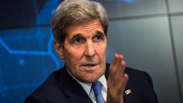 وزير الخارجية الأمريكي يتحدث عن الاتفاق النووي مع إيران في نيويورك، 11 اغسطس 2015 (Andrew Burton/Getty Images/AFP)
