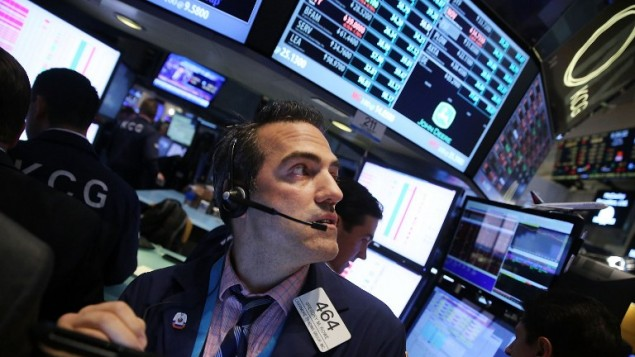 صورة توضيحية لتجار في البورصة وول ستريت (Spencer Platt/Getty Images/AFP)