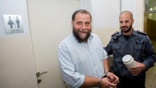 """رئيس منظمة """"لهافاه"""" بنتسي غوبشتين خلال مثوله أمام محكمة الصلح في القدس في 16 ديسمبر، 2014. (Yonatan Sindel/Flash90)"""