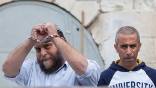 بنتزي غوبشتين، رئيس المجموعة العنصرية لهفا، في طريقه الى المحكمة  18 ديسمبر 2014  (Yonatan Sindel/Flash90)