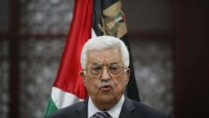 رئيس السلطة الفلسطينية محمود عباس خلال مؤتمر صحفي في مدينة رام الله بالضفة الغربية، 31 يوليو، 2015. (Flash90)