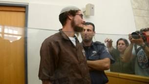 مئير إتينغر، حفيد الحاخام مئير كهانا، خلال مثوله أمام محكمة الصلح في الناصرة، 4 أغسطس، 2015. (Basel Awidat/Flash90)