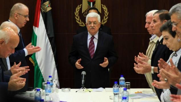 رئيس السلطة الفلسطينية محمود عباس يحضر إجتماعا للهيئة التنفيذية لمنظمة التحرير الفلسطينية في مدينة رام الله بالضفة الغربية، 22 أغسطس، 2015. (Flash90)