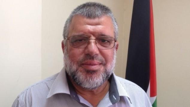 القيادي في حماس، حسن يوسف، من مكتبه في رام الله، 39 يوليو، 2015 (Elhanan Miller/Times of Israel)