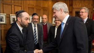 ستيف مامان يصافح رئيس الوزراء الكندي ستيفن هاربر. (Courtesy Steve Maman)