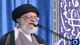 المرشد الأعلى للجمهورية الإيرانية آية الله علي خامنئي خلال كلمة له في طهران في 18 يوليو، 2015. (لقطة شاشة Iran Press TV )