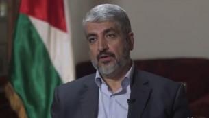 رئيس المكتب السياسي لحركة حماس خالد مشعل في الدوحة، قطر، أغسطس 2014 (لقطة شاشة: Yahoo News)