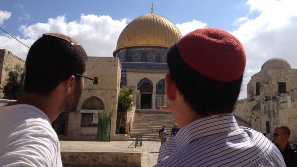 متدينون يهود في الحرم الشريف (بعدسة الحانان ميلر/ طاقم تايمز أوف إسرائيل)