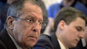 وزير الخارجية الروسي سيرغي لافروف اثناء لقاء مع ممثلي المعارضة السورية في موسكو، 31 اغسطس 2015 (ALEXANDER NEMENOV / AFP)