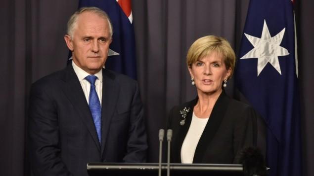 رئيس الوزراء الاسترالي الجديد مالكولم ترنبول مع وزيرة الخارجية جولي بيشوب خلال مؤتمر صحفي، 14 سبتمبر 2015 (STR / AFP)