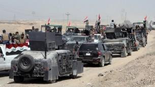 القوات العراقية بحملة تهدف لقطع طرق التزويد التنظيم الدولة الإسلامية في محافظة الانبار قبل اجراء هجوم ضخم لاستعادة مدينة الرمادي، 26 مايو 2015 (AFP/AHMAD AL-RUBAYE)
