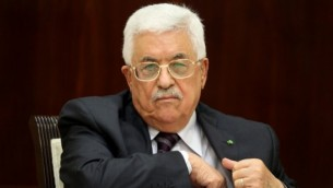 رئيس السلطة الفلسطينية محمود عباس يترأس إجتماع اللجنة التنفيذية لمنظمة التحرير الفلسطينية في مدينة رام الله بالضفة الغربية، 1 سبتمبر، 2015. (AFP/ABBAS MOMANI)