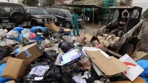 عملية جمع النفايات من شوارع بيروت، 10 سبتمبر 2015 (JOSEPH EID / AFP)