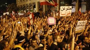 متظاهرون لبنانيون خلال مظاهرة احتجاجية ضد فساد الطبقة السياسية في بيروت، 20 سبتمبر 2015 (ANWAR AMRO / AFP)