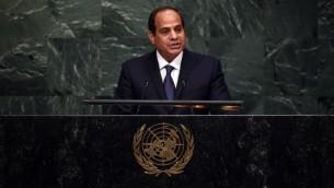 الرئيس المصري عبد الفتاح السيسي يتكلم خلال قمة من اجل التنمية وتغيير المناخ في الامم المتحدة في نيويورك، 25 سبتمبر 2015 (TIMOTHY A. CLARY / AFP)