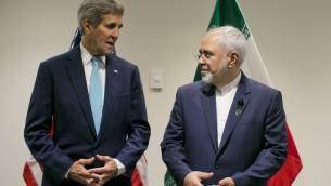 وزير الخارجية الامريكي جون كيري ونظيره الإيراني محمد جواد ظريف خلال محادثات في مقر الامم المتحدة في نيويورك، 26 سبتمبر 2015 (DOMINICK REUTER / AFP)