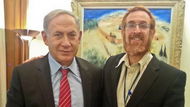 ناشط جبل الهيكل يهودا غليك، رقم 33 على قائمة الليكود، برفقة رئيس الوزراء بينيامين نتنياهو، 19 أغسطس. (courtesy Yehuda Glick)
