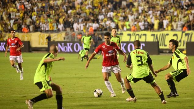 صورة توضيحية لمباراة كرة قدم بين بيتار القدس وهبوعيل تل أبيب (Kobi Gideon/Flash90)