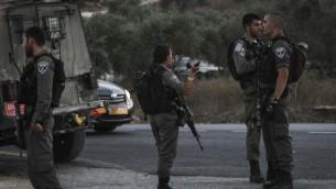 صورة توضيحية لشرطة حدود في مفرق تابوح بالقرب من نابلس، 15 اغسطس 2015 (Flash90)