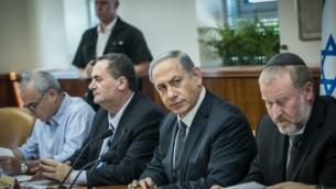 رئيس الوزراء بينيامين نتنياهو في جلسة للحكومة في القدس في 6 سبتمبر، 2015. (Ohad Zwigenberg/POOL)