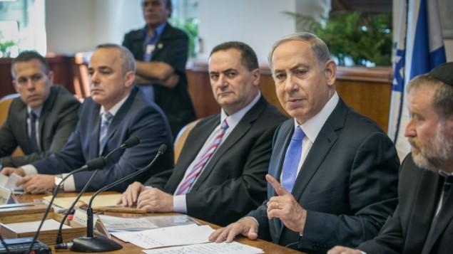 رئيس الوزراء بينيامين نتنياهو في جلسة للحكومة في القدس في 20 سبتمبر، 2015. (Ohad Zwigenberg/POOL/FLASH90)