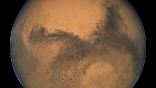 كوكب المريخ، كما يظهر عبر تلسكوب هابل الفضائي في 2003 (NASA, ESA, and The Hubble Heritage Team / STScI/AURA)