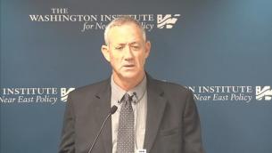رئيس هيئة الأركان الإسرائيلي السابق بيني غانتز خلال محاضرة في معهد واشنطن، 25 سبتمبر، 2015. (لقطة شاشة Washington Institute)