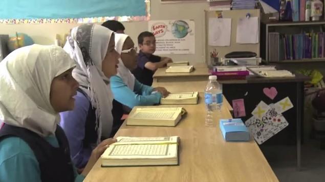 صورة توضيحية لطالبات مسلمات. (لقطة شاشة: YouTube)