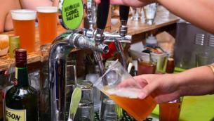 صورة توضيحية لصب البيرة (Courtesy Beer Bazaar)