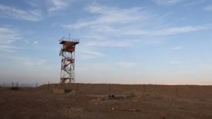 صورة توضيحية لبرج مراقبة على الحدود الأردنية الإسرائيلية، 22 فبراير، 2011. (Nati Shohat/Flash90)