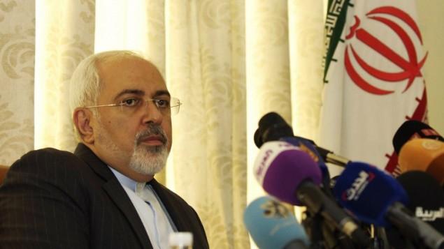 وزير الخارجية الإيراني محمد جواد ظريف يعقد مؤتمر صحفي في العاصمة تونس، 1 سبتمبر 2015 (AFP PHOTO/SALAH LAHBIBI)