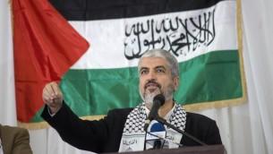 القائد السياسي لحركة حماس خالد مشعل خلال مظاهرة نظمها حزب المؤتمر الوطني الافريقي الحاكم في جنوب افريقيا، 21 اكتوبر 2015 (AFP Photo/Rodger Bosch)