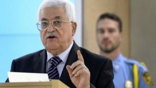 رئيس السلطة الفلسطينية محمود عباس خلال خطابه أمام مجلس حقوق الإنسان التابع للأمم المتحدة في 28 أكتوبر، 2015. (AFP/FABRICE COFFRINI)