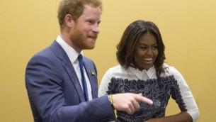 السيدة الأمريكية الاولى ميشيل اوباما مع الامير البريطاني هاري، 28 اكتوبر 2015 (SAUL LOEB / AFP)