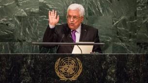 رئيس السلطة الفلسطينية محمود عباس خلال خطابه امام الجمعية العامة للأمم المتحدة في نيويورك، 30 سبتمبر 2015 (Andrew Burton/Getty Images/AFP)