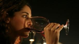 دراسة لجامعة بن غوريون وجدت أن النبيذ الأحمر بإمكانه أن يساعد مرضى السكري على الحفاظ على صحة أفضل (Anna Kaplan/Flash 90)