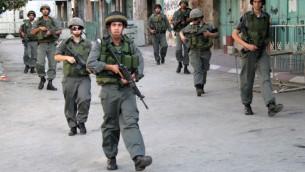 شرطة الحدود في الخليل (Najeh Hashlamoun/Flash90)