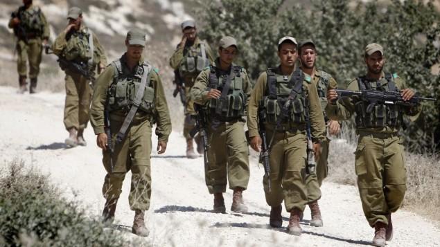 جنود إسرائيليون في الضفة الغربية، 22 يونيو، 2014. (Miriam Alster/Flash90)