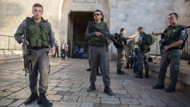 قوات حرس الحدود منتشرة في البلدة القديمة في القدس 14 اوكتوبر 2015 (فلاش 90)