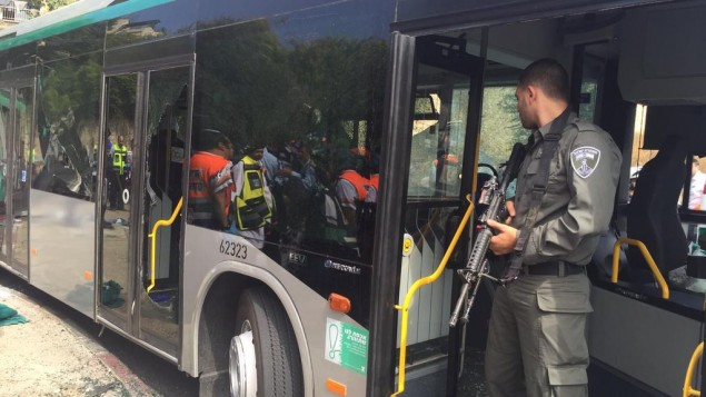 الحافلة بعد هجوم الطعن واطلاق النار صباح 13 اكتوبر 2015 القدس (مقدمة من الشرطة)