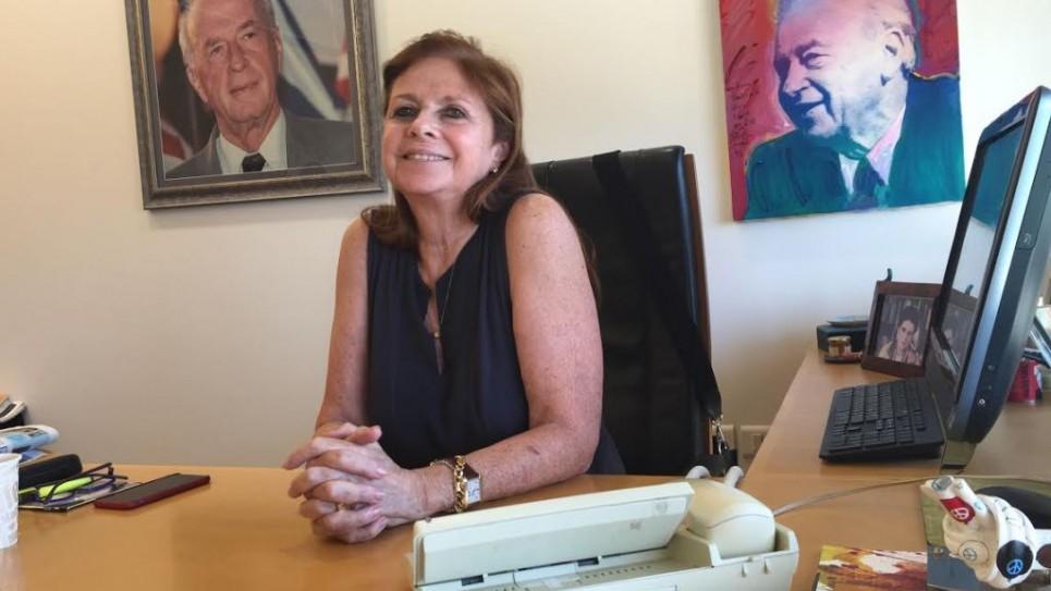داليا رابين في مكتبها في مركز يتسحاق رابين. (DH/ToI)