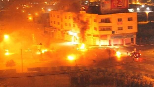 صورة شاشة لتصوير للنيران المشتعلة في قبر يوسف بالقرب من نابلس، 16 اكتوبر 2015