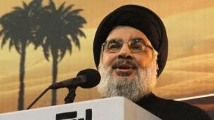 قائد حزب الله حسن نصرالله يقدم خطام في بيروت، 3 نوفمبر 2014 (AFP/STR)