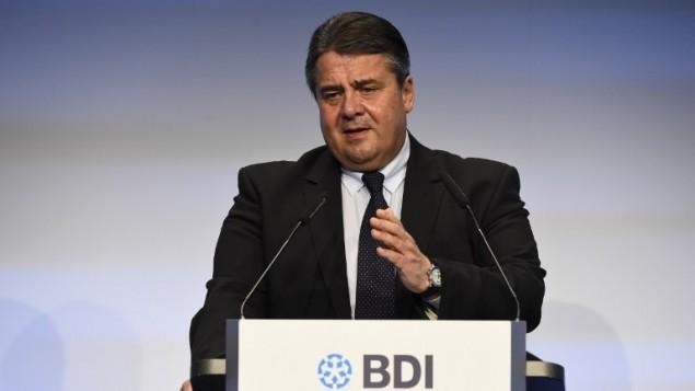 نائب المستشارة الالمانية ووزير الاقتصاد سيغمار غابرييل خلال مؤتمر حول الصناعة في المانيا، 3 نوفمبر 2015 (TOBIAS SCHWARZ / AFP)