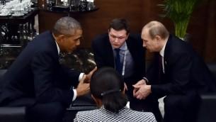 لقاء بين الرئيس الاميركي باراك اوباما ونظيره الروسي فلاديمير بوتين على هامش قمة مجموعة العشرين التي تجري في منتجع انطاليا التركي، 15 نوفمبر 2015 (RIA NOVOSTI / RUSSIAN PRESIDENTI / AFP)