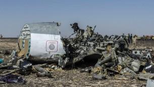 حطام الطائرة الروسية التي سقطت في شبه جزيرة سيناء، 1 توفمبر 2015 (KHALED DESOUKI / AFP)