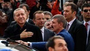 الرئيس التركي رجب طيب اردوغان بعد الادلاء بصوته في إسطنبول، 1 نوفمبر 2015 (OZAN KOSE / AFP)