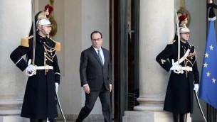الرئيس الفرنسي فرانسوا هولاند امام قصر الاليزي في باريس، 15 نوفمبر 2015 (STEPHANE DE SAKUTIN / AFP)