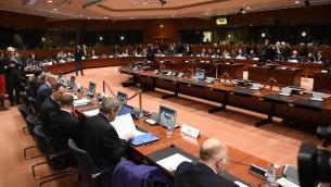 وزراء الداخلية والعدل الأوروبيين يشاركون في مؤتمر طارئ لمجلس الداخلية والعدل في أعقاب إعتداءات باريس، في المجلس الأوروبي في بروكسل، 20 نوفمبر، 2015. (AFP PHOTO  / EMMANUEL DUNAND)