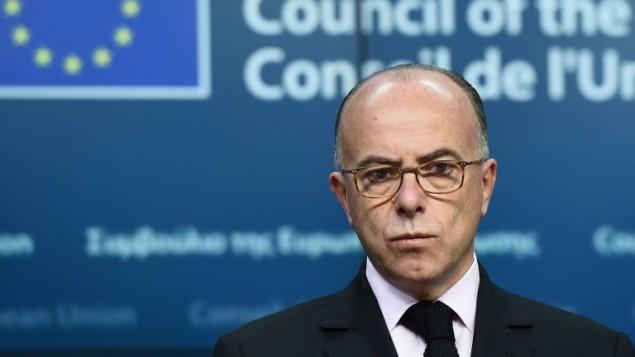وزير الداخلية الفرنسي برنار كازنوف خلال اجتماع طارىء في بروكسل مع نظرائه الاوروبيين لتنسيق الرد على التهديد الارهابي، 20 نوفمبر 2015 (EMMANUEL DUNAND / AFP)